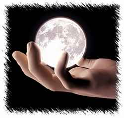 Луна в ладони